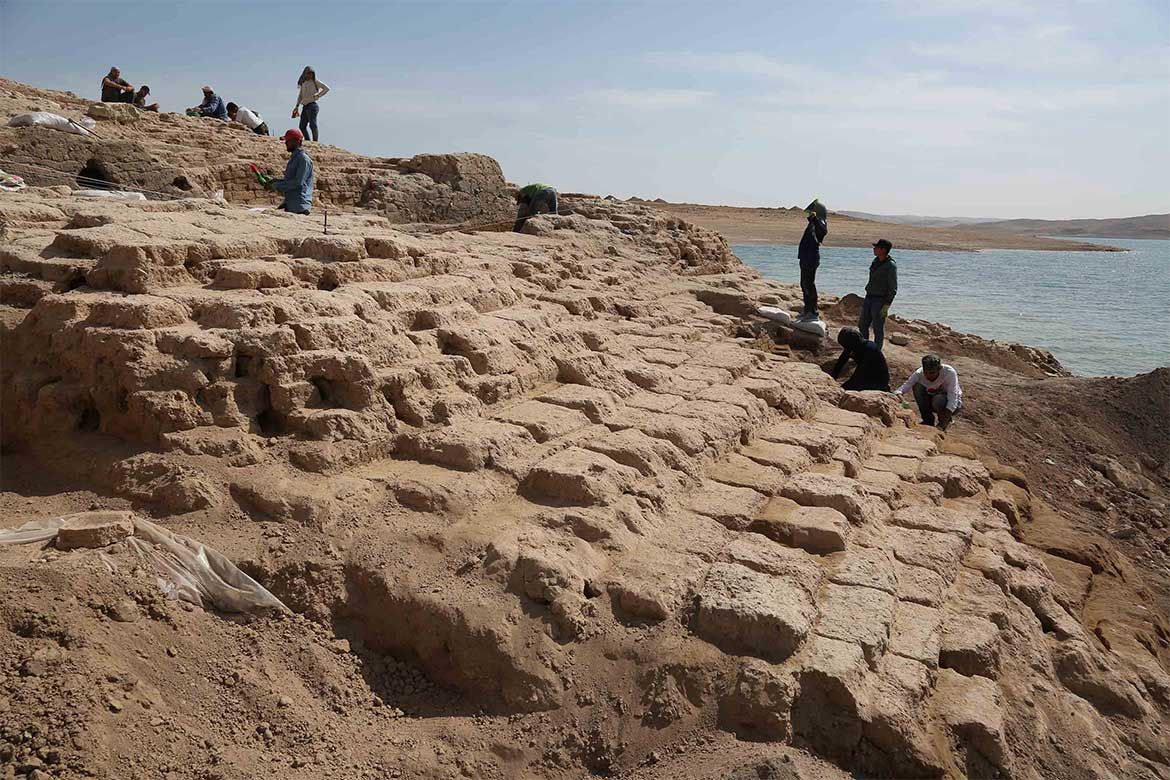 Iarq-drought-reveals-3,400-old-palace