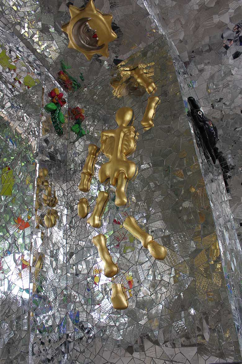Grotto_by_Nina_de_Saint_Phalle_the_Night_and_the_Cosmos_room_Linesmag_3
