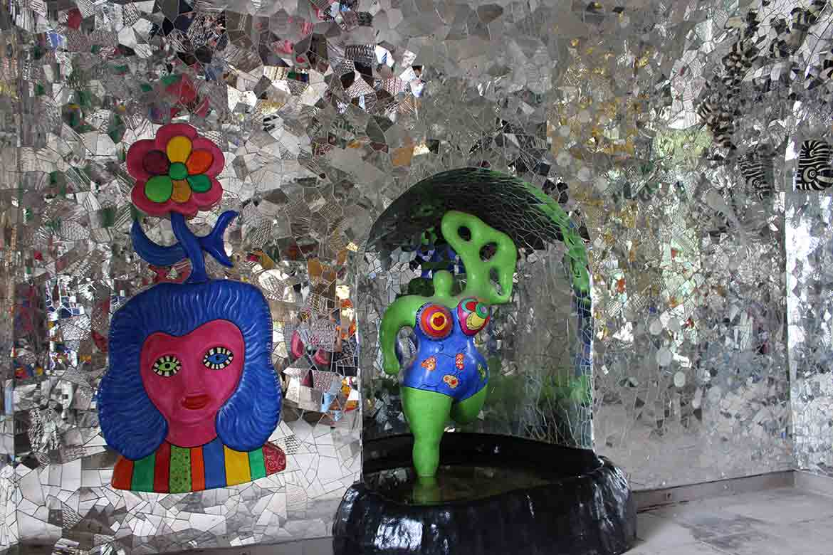 Grotto_by_Nina_de_Saint_Phalle_the_Night_and_the_Cosmos_room_Linesmag_4