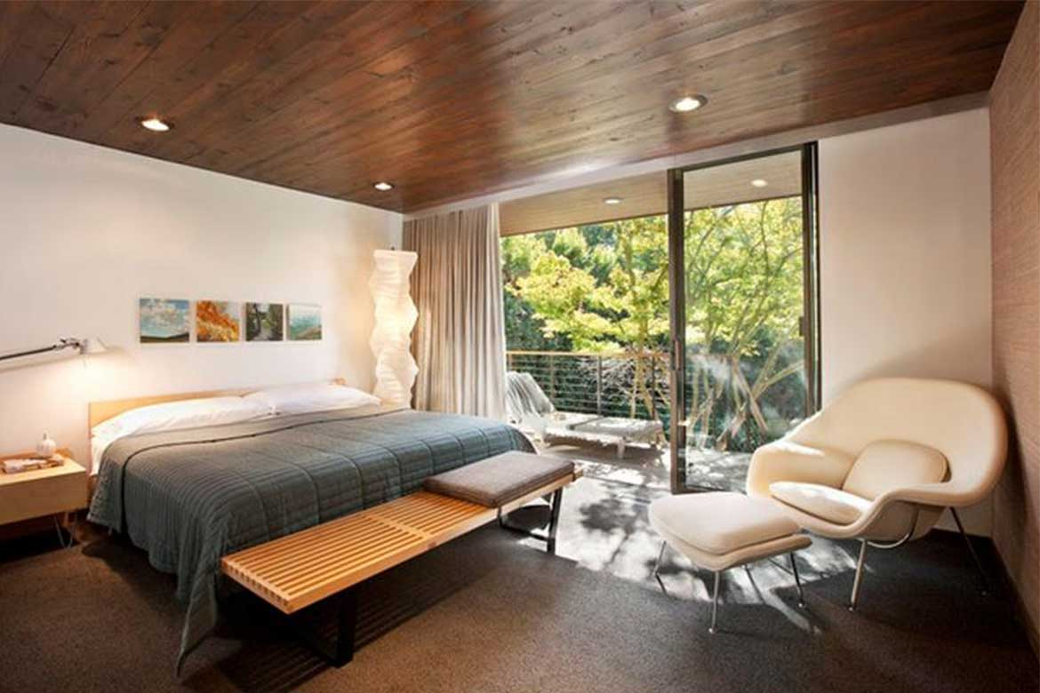 Exposed wood materials and natural light- Photo from: Houzz.com