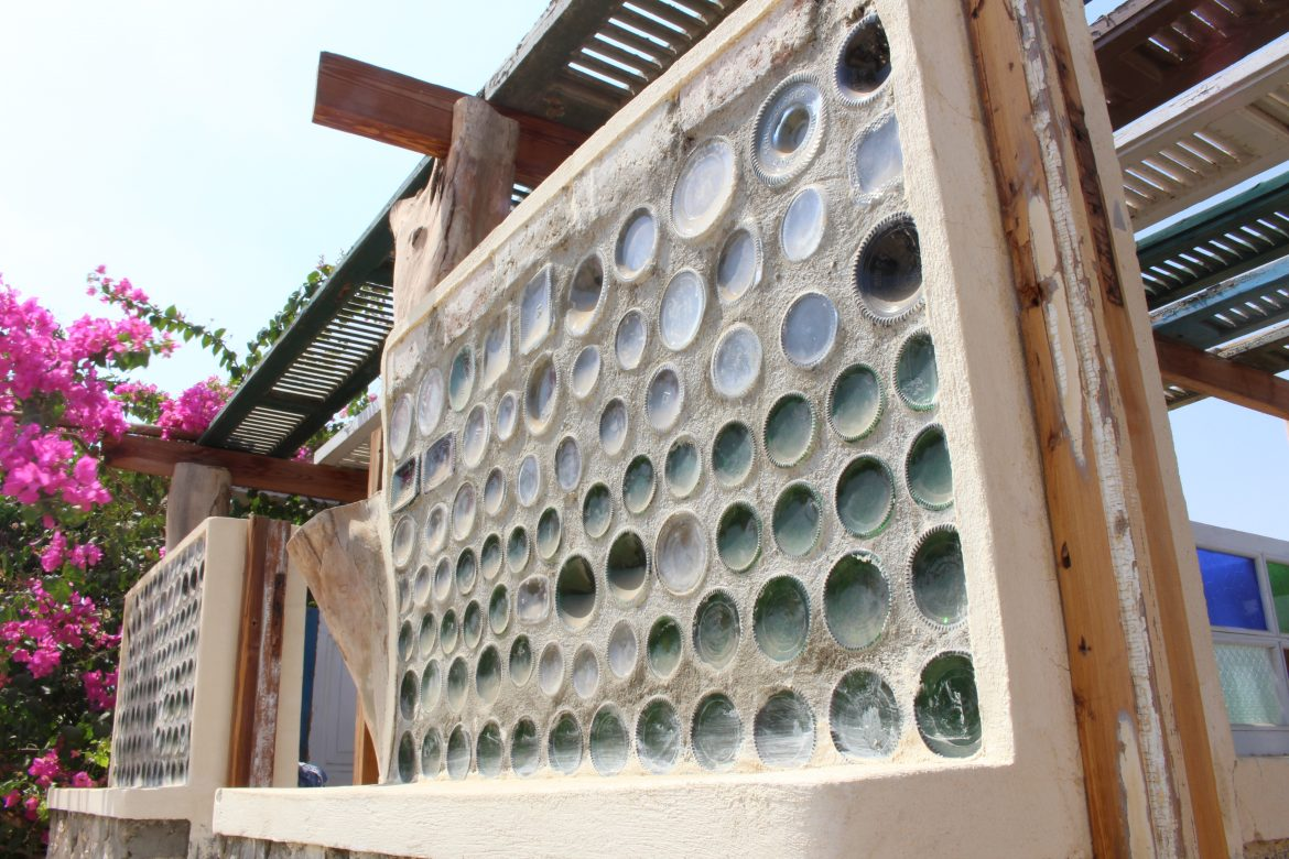 Recycled bottles as alternative solution for bricks in building