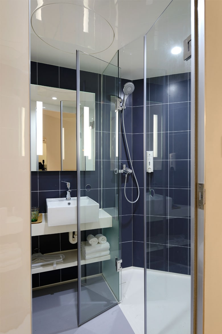Bathroom glass partition Linesmag